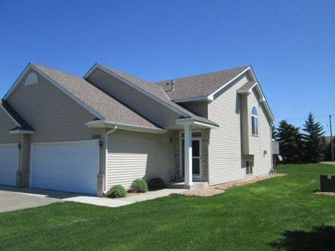 12290 Ash Dr, Rogers, MN 55374