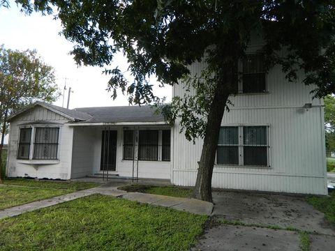 111 Sw 3rd St, Premont, TX 78375