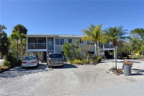 423 Lazy Way, Fort Myers Beach, FL 33931