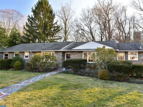 2712 Pine Valley Ln, Ardmore, PA 19003
