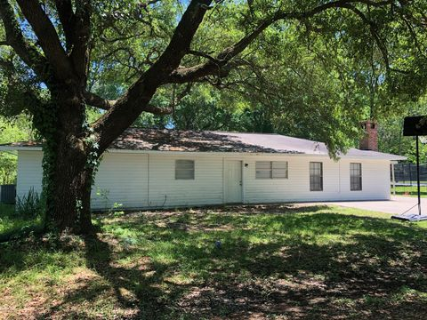 Photo of 138 W Lester St, Ville Platte, LA 70586
