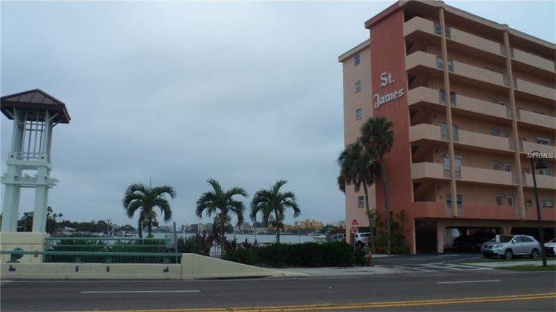 285 107th Ave Apt 206, Treasure Island, FL 33706