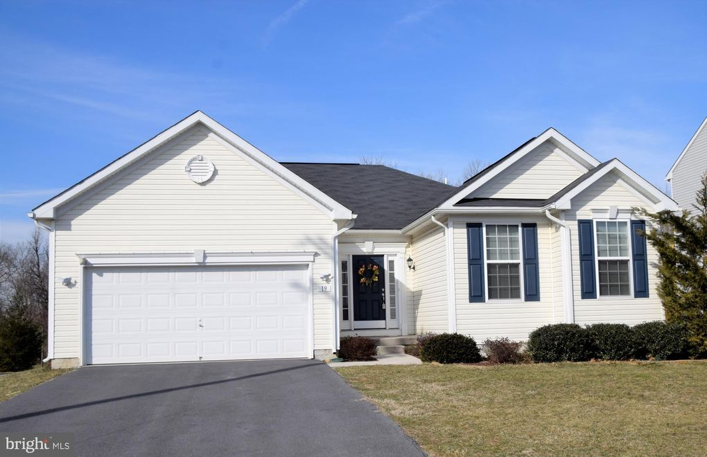 19 Oden Rd, Charles Town, WV 25414