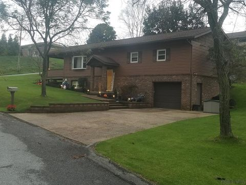 420 Woodmont Rd, Johnstown, PA 15905