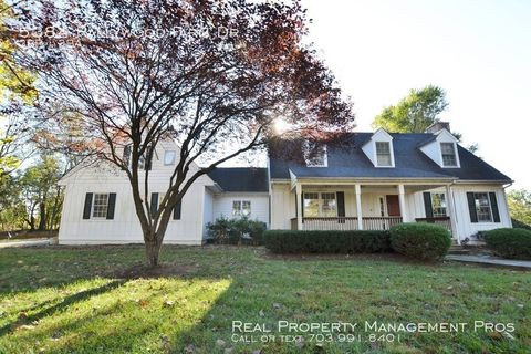 Photo of 5384 Rallywood Farm Dr, The Plains, VA 20198
