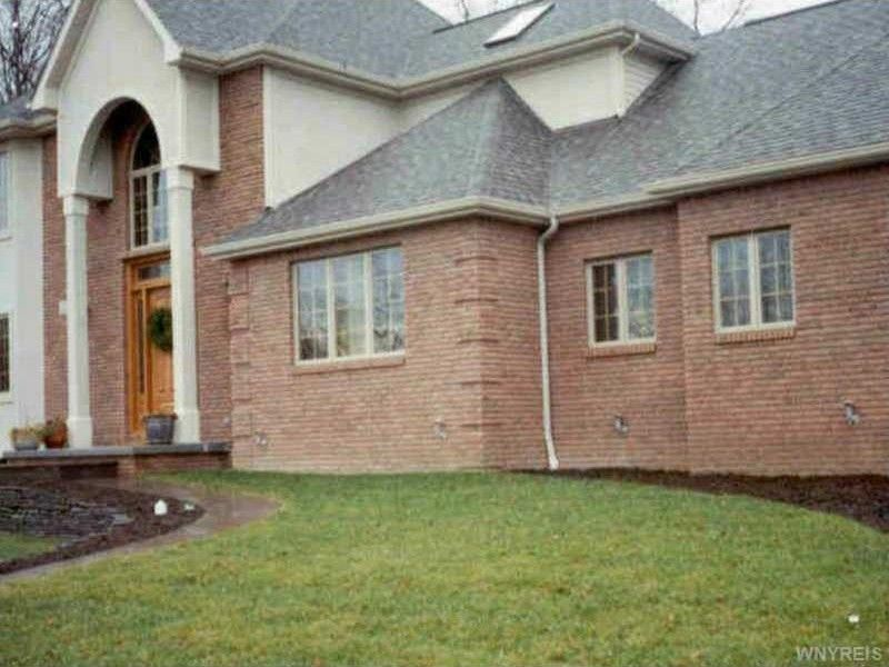 35 Prince of Wales Ct Amherst, NY 14221