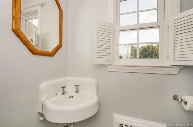 Bathroom Fixtures Hartford Ct 20 foxridge rd, west hartford, ct 06107 - realtor®