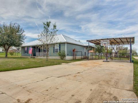 Photo of 94 Burnett Ave, Charlotte, TX 78011