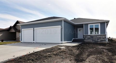 Photo of 1015 46th Ave S, Moorhead, MN 56560