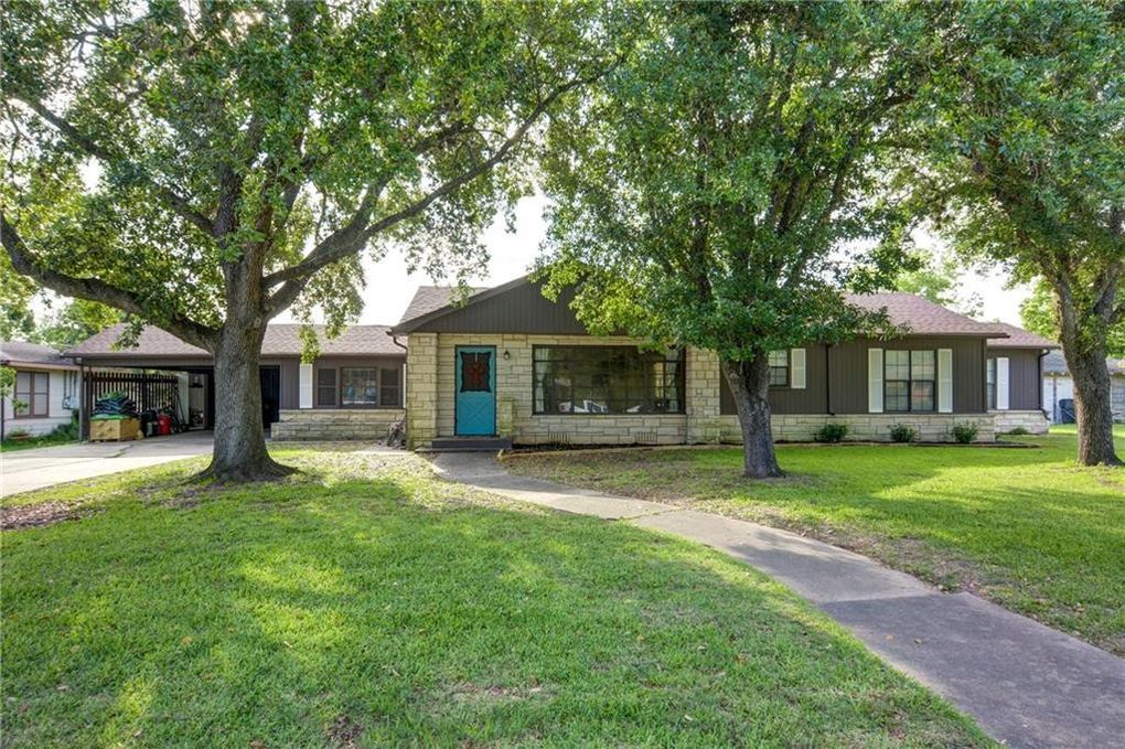 304 S Johnson Ave Giddings Tx 78942 Realtor Com
