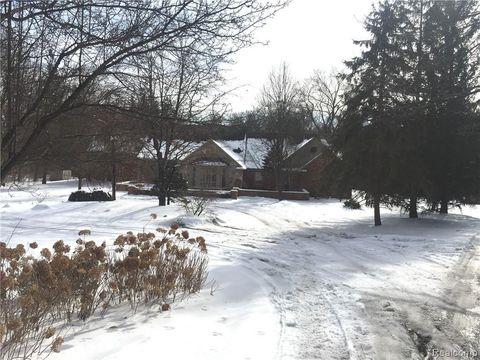Photo of 161 Lone Pine Rd, Bloomfield Hills, MI 48304