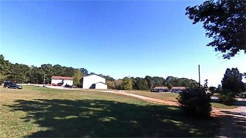 Photo of 121 Helms Dr, Madisonville, TN 37354