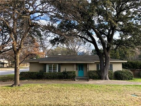 Photo of 6820 Kirkwood Rd, Fort Worth, TX 76116