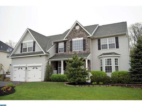 1017 Creekview Dr, Pennsburg, PA 18073