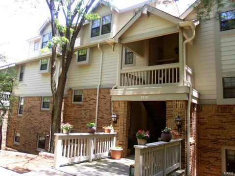 Photo of 2218 Canyonlands Dr Apt E, Maryland Heights, MO 63043