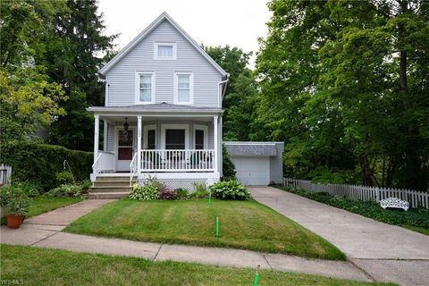 Photo of 122 Riverdale Ct, Elyria, OH 44035