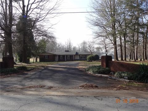 1508 Courtney Huntsville Rd, Yadkinville, NC 27055