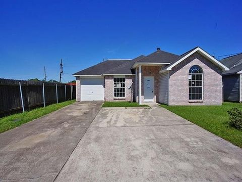 Photo of 618 Colony Park Dr, Laplace, LA 70068
