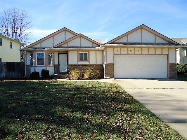 1807 N Redbarn Ln, Wichita, KS 67212