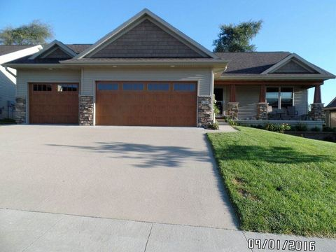 1210 Copper Mountain Dr, North Liberty, IA 52317