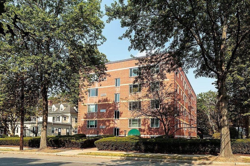 125 Pleasant St Apt 201, Arlington, MA 02476