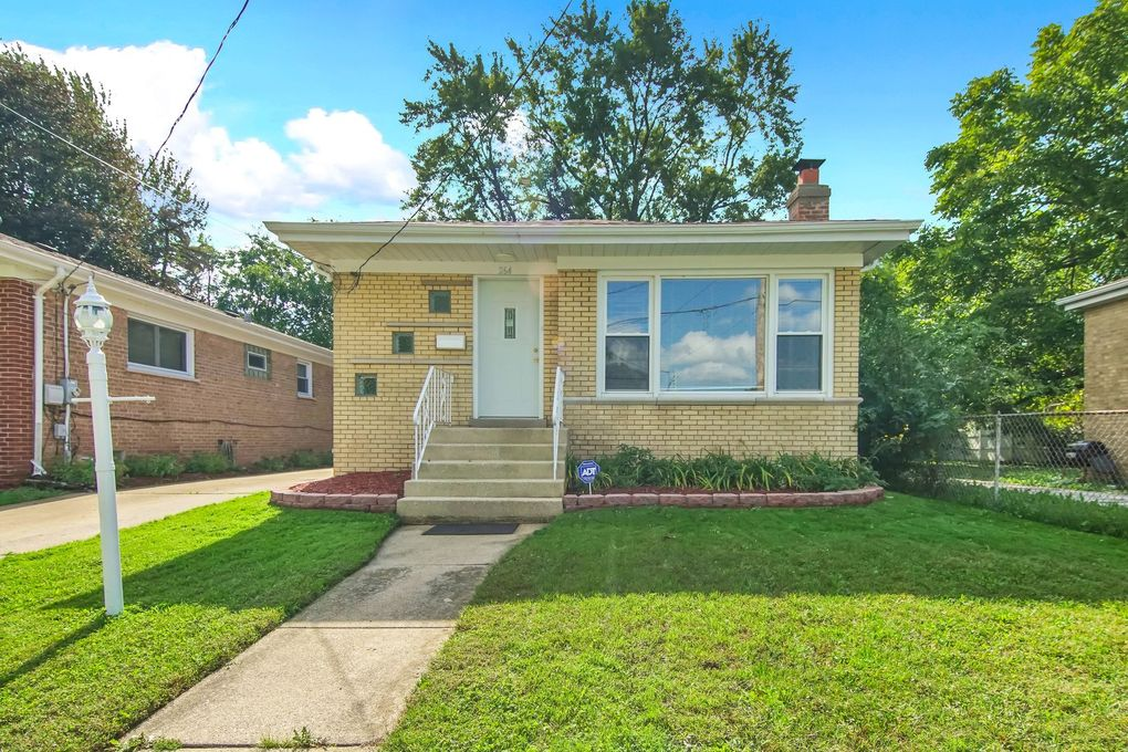 264 W 146th St, Harvey, IL 60426