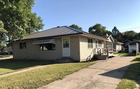Photo of 801 S Douglas St, Lamberton, MN 56152