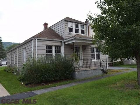 207 Water St, Milesburg, PA 16853