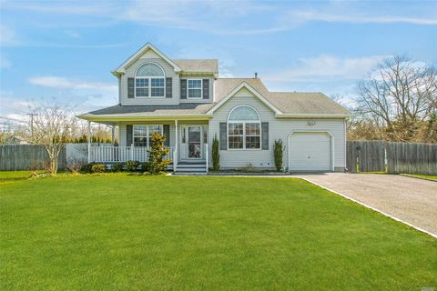 Photo of 3 Paquatuck Ave, East Moriches, NY 11940