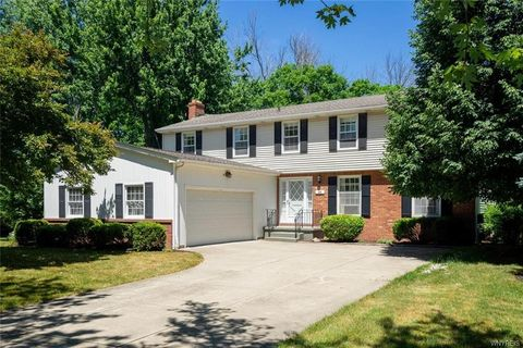 26 Chasewood Ln, Amherst, NY 14051