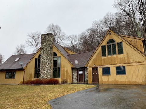 Photo of 10 Deer Ln, Hopewell Junction, NY 12533