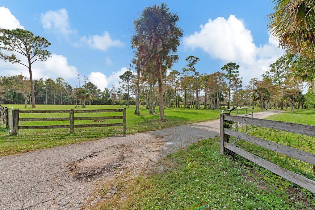 2379 Palm Deer Dr, Loxahatchee, FL 33470