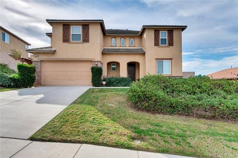 Photo of 18690 Lakepointe Dr, Riverside, CA 92503