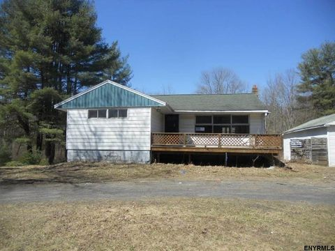 192 Meehan Rd, Mechanicville, NY 12118
