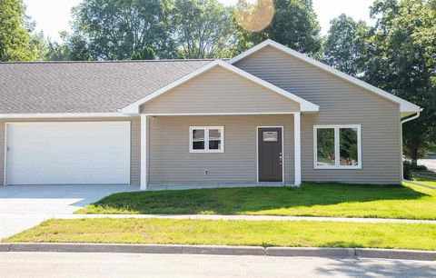 Photo of 206 Ne 6th St, Waverly, IA 50677