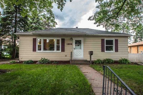 1404 W 38th Pl, Davenport, IA 52806