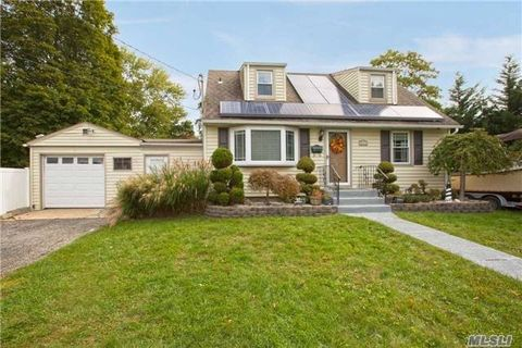 49 Maple Dr Deer Park NY 11729