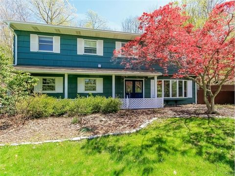 824 Sherry Dr, Valley Cottage, NY 10989