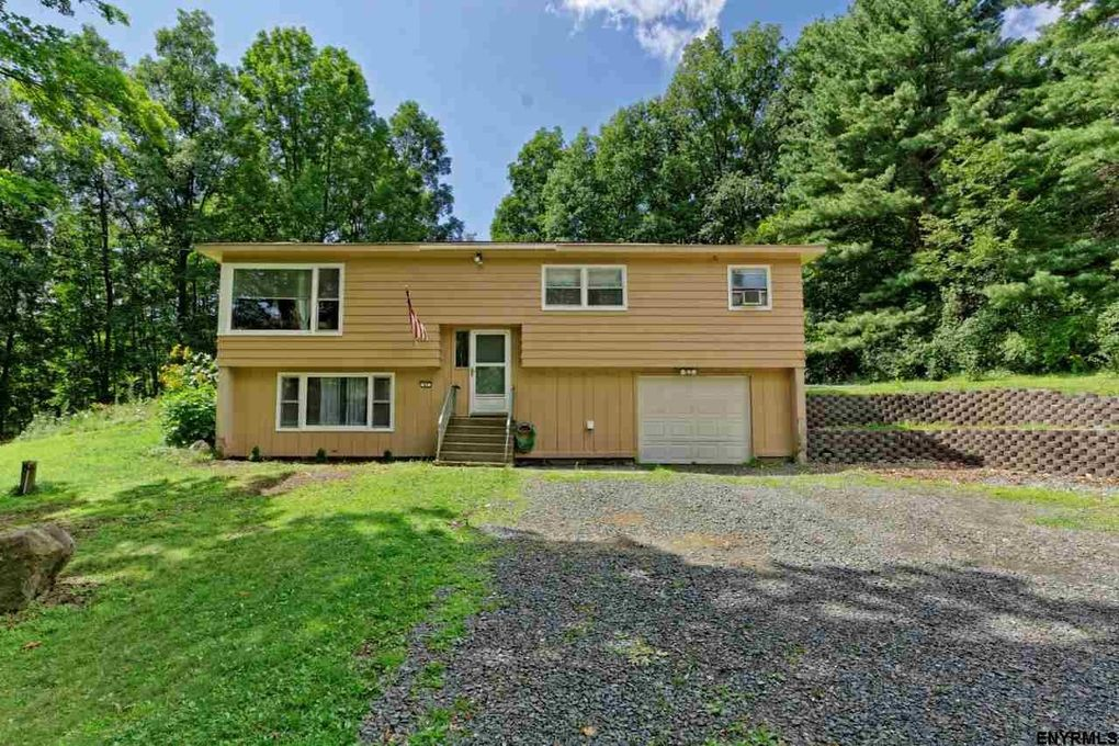47 Sterup Dr Pittstown, NY 12180