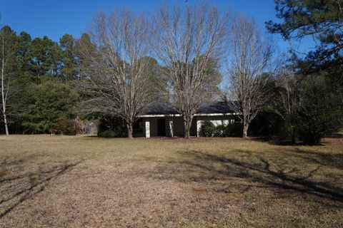 62 Donnie Green Rd, Bassfield, MS 39421