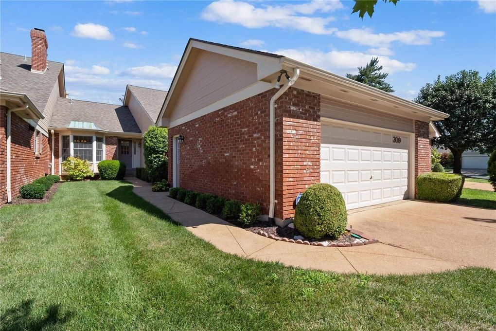 309 Valley Forge Ct Chesterfield, MO 63017