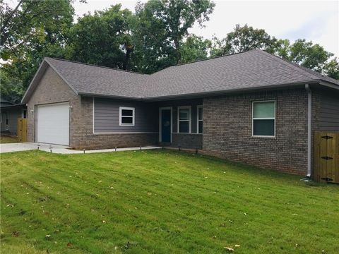 Photo of 33 Shropshire Dr, Bella Vista, AR 72714