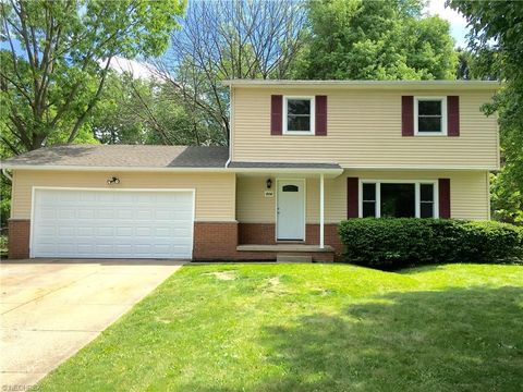 804 Zeletta Dr, New Franklin, OH 44319