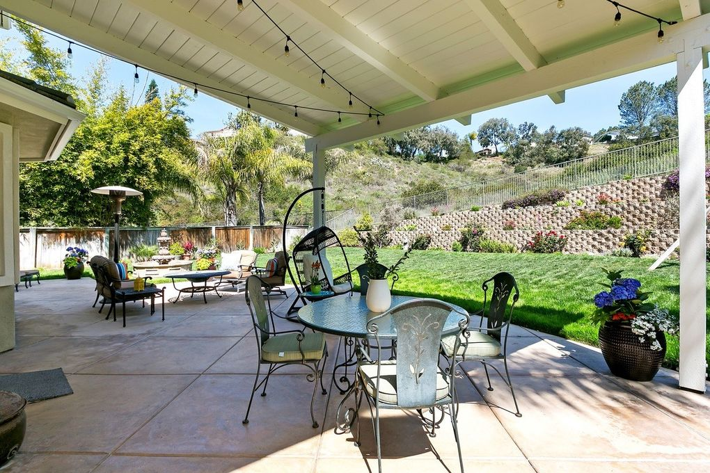 Charmant 3735 Sage Canyon Dr, Encinitas, CA 92024