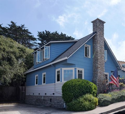 Photo of 215 8th St, Pacific Grove, CA 93950