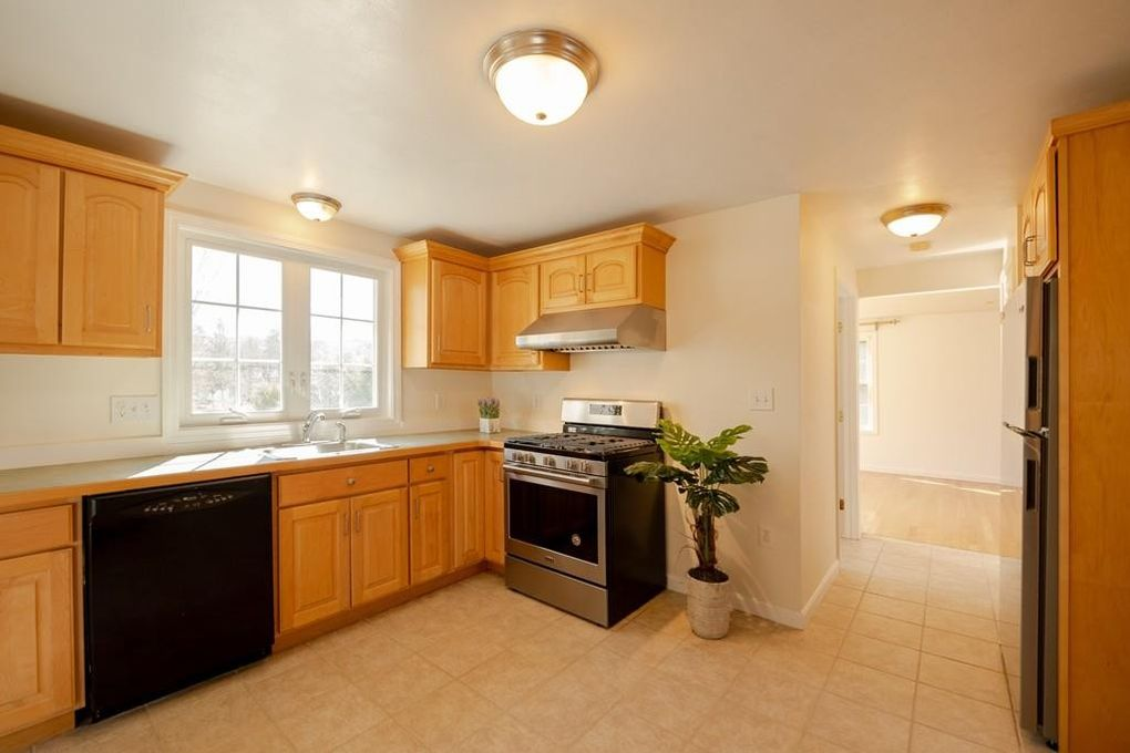 3 Lilac Ct, Acton, MA 01720