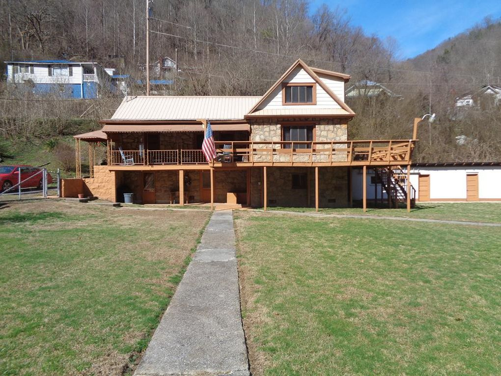 1032 Pin Cherry Dr, Grundy, VA 24614