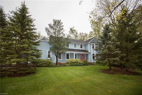 Photo of 304 Whitetail Dr, Chagrin Falls, OH 44022