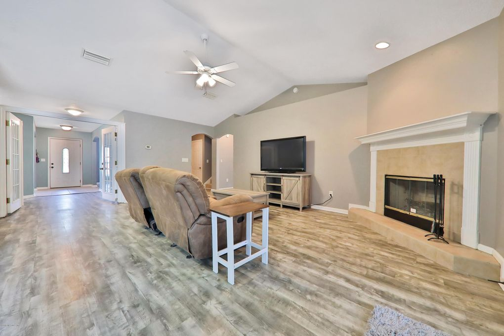 456 Brentwood Ct, Green Cove Springs, FL 32043