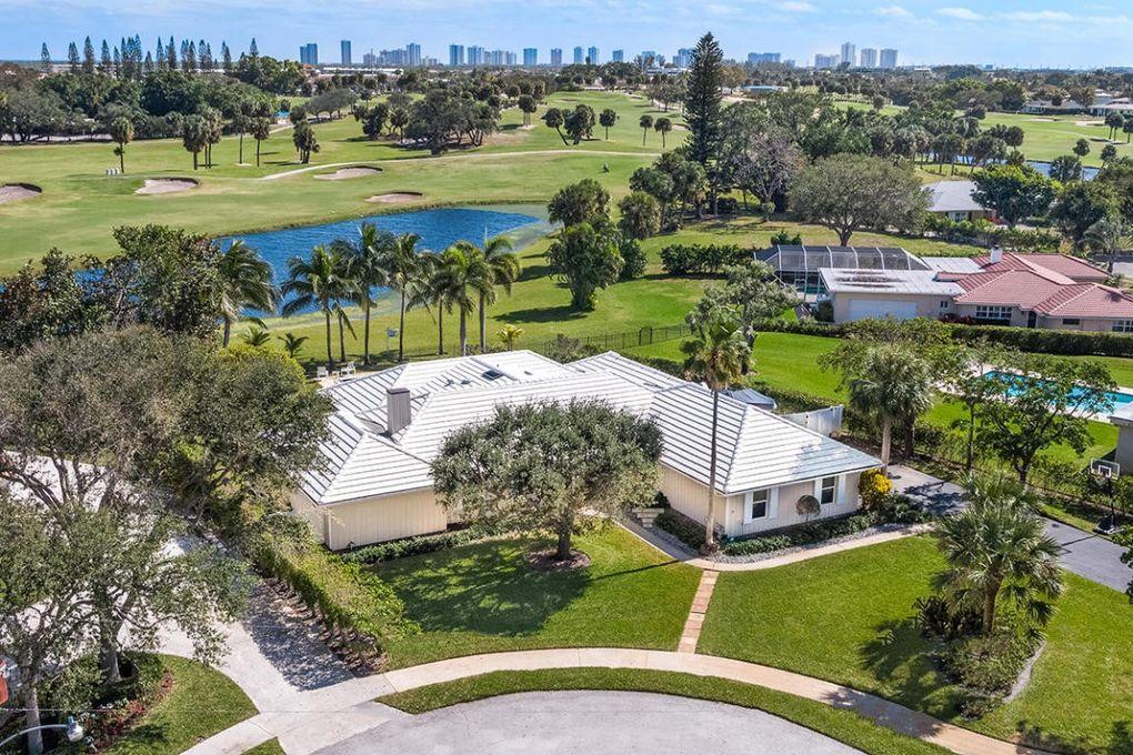 1128 Country Club Dr North Palm Beach
